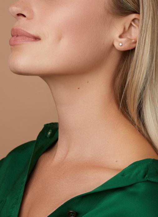 Diamond Point Groeibriljant stud earrings in 18 karat white gold, 0.22 ct.