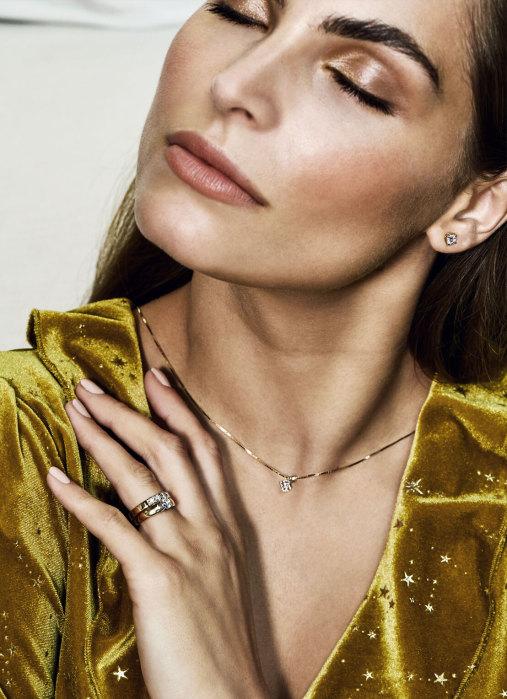 Diamond Point Groeibriljant ring c shape in 18 karat white gold, 0.45 ct.