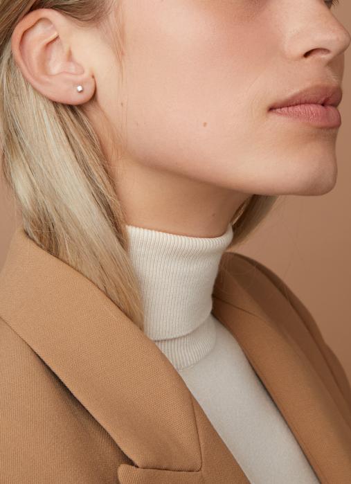 Diamond Point Groeibriljant stud earrings in 18 karat white gold, 0.14 ct.
