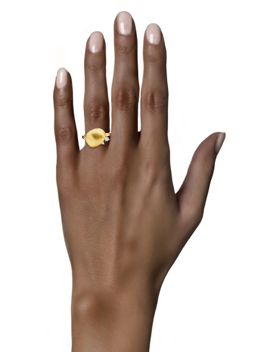 Diamond Point Marigold ring in 18 karat yellow gold